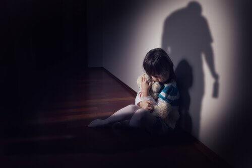 害怕的小女孩