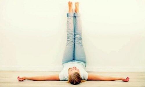 每天抬腿20分鐘好處多多