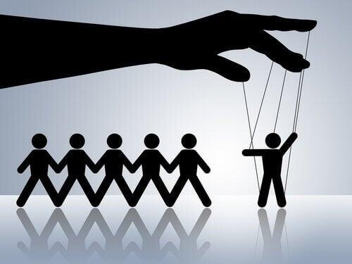操控與依賴他人