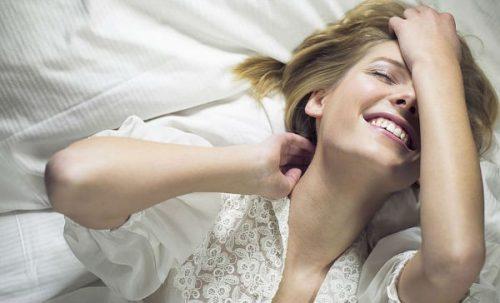 在床上的女人