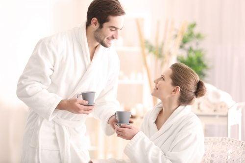 一起喝咖啡的戀人