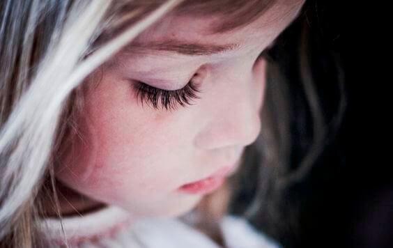 過度教養:讓世界增加不快樂孩子的方法