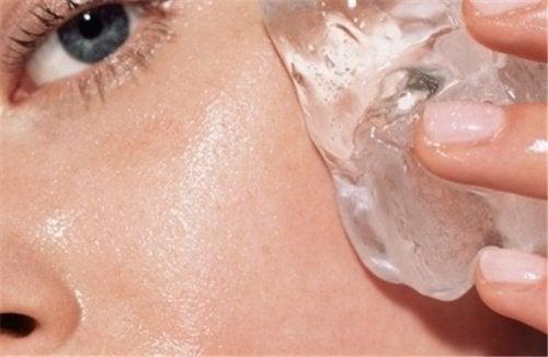 用冰塊改善肌膚的妙招