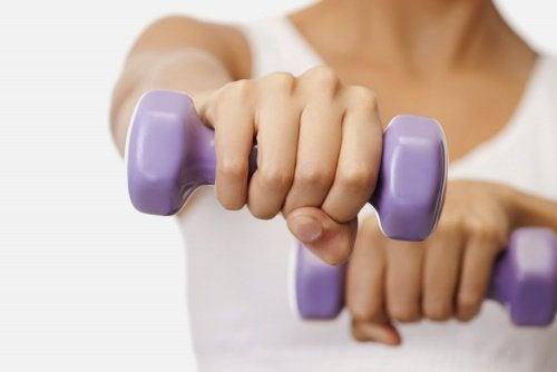 五個美化胸型的簡易運動