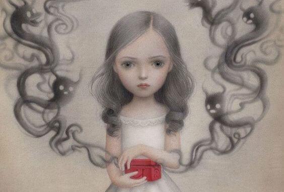 女孩打開紅盒子