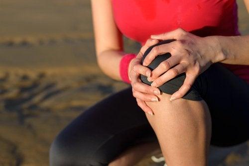 女人膝蓋疼痛