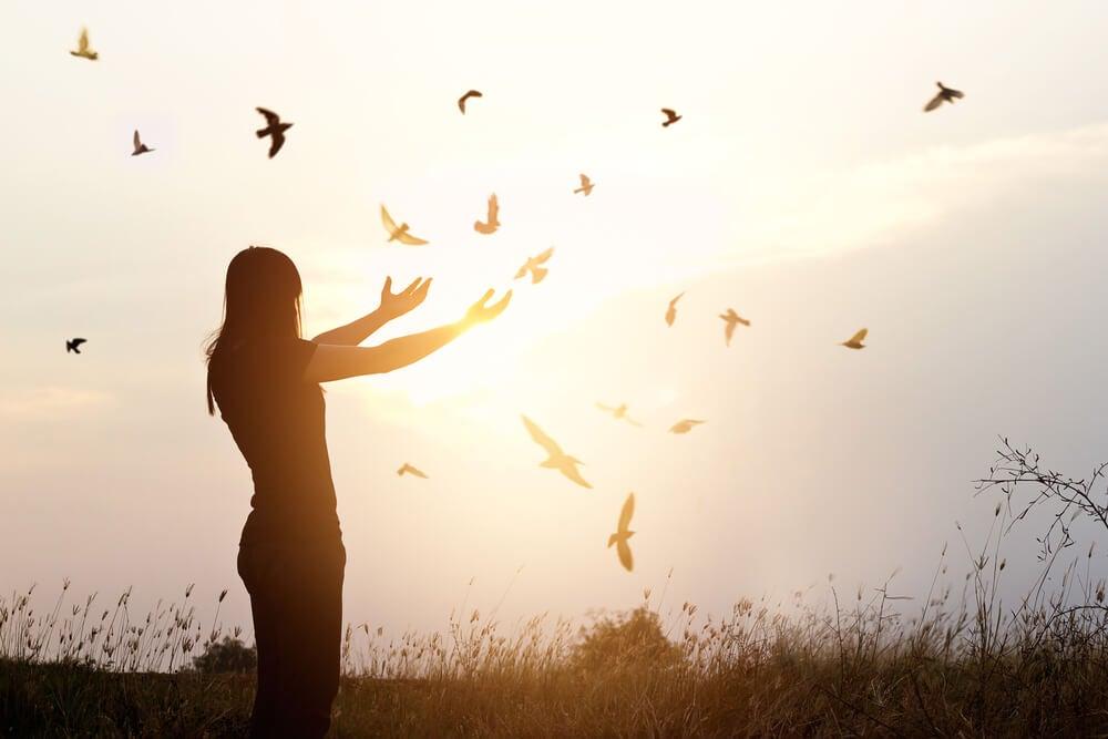女人和鳥自由