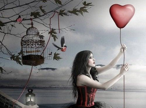 女人與紅心氣球