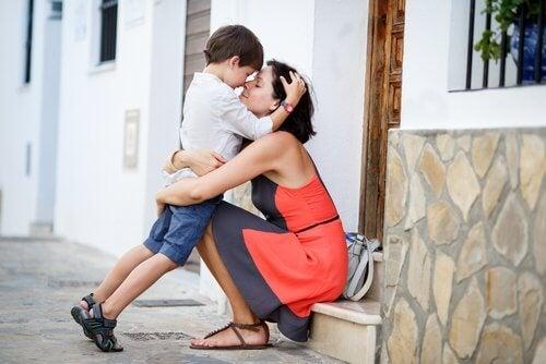 媽媽抱小孩