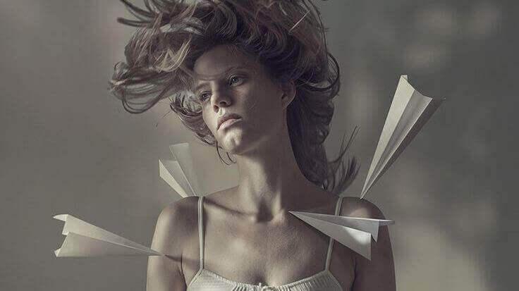 紙飛機-女人