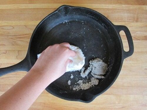 防止食物沾鍋的九種方法