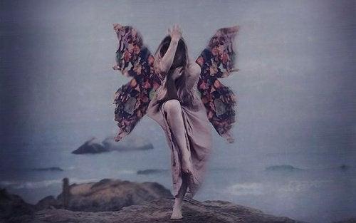 女人和蝴蝶翅膀