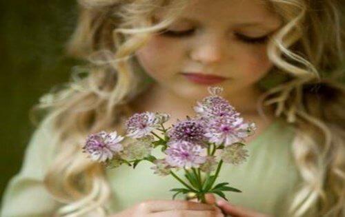 3 女孩與花