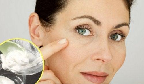 只需兩種材料,就能在家消除疤痕和皺紋!