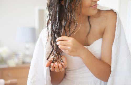 椰子油讓你擁有亮麗動人的美髮