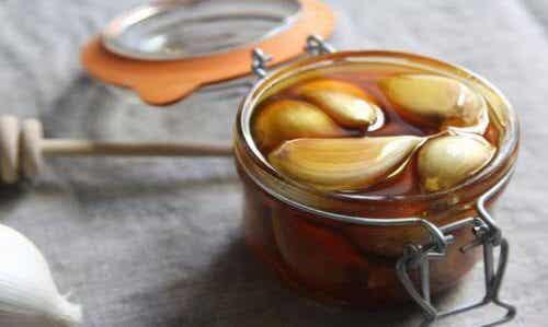 空腹吃大蒜加蜂蜜的難以置信好處