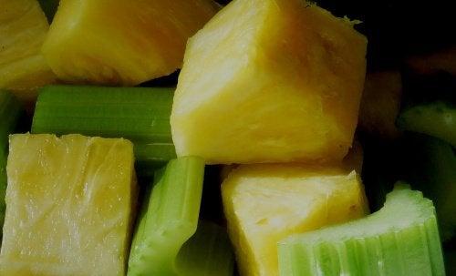 鳳梨和芹菜
