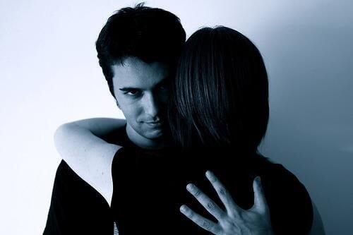 虐待者操縱他人的七種方法