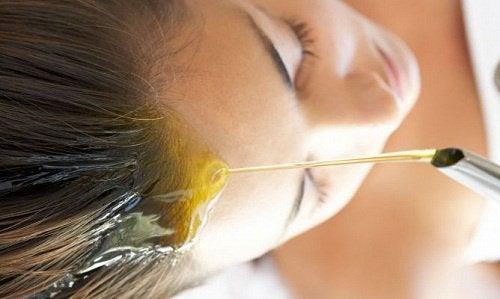 橄欖油淋頭髮