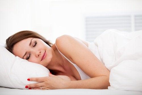睡覺的女性