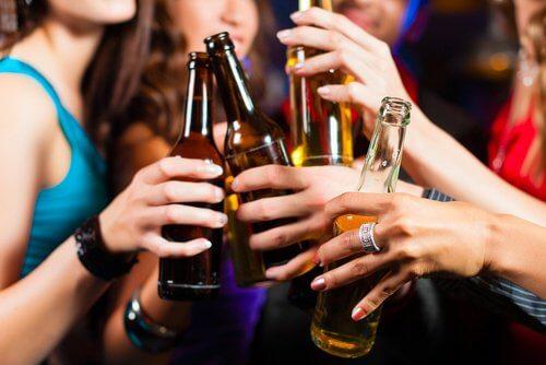 過量飲用酒精飲料