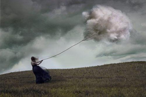 被風吹的女人