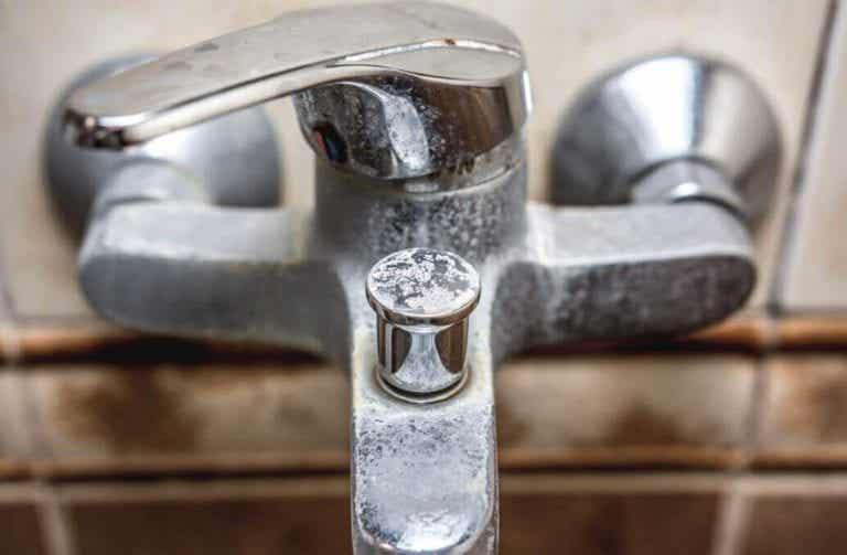 用天然的方法清潔浴室水垢