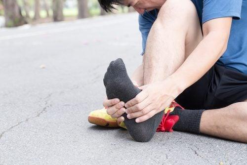 足底筋膜炎的症狀、原因及治療