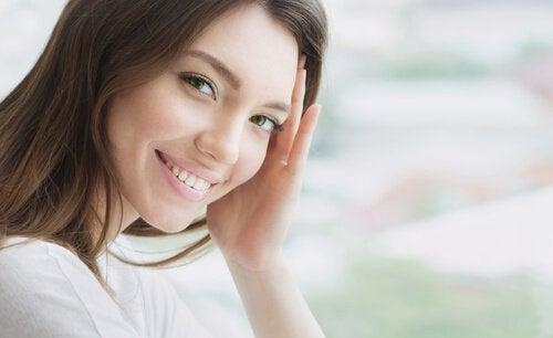 微笑的女性