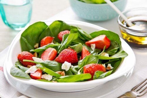 草莓菠菜沙拉