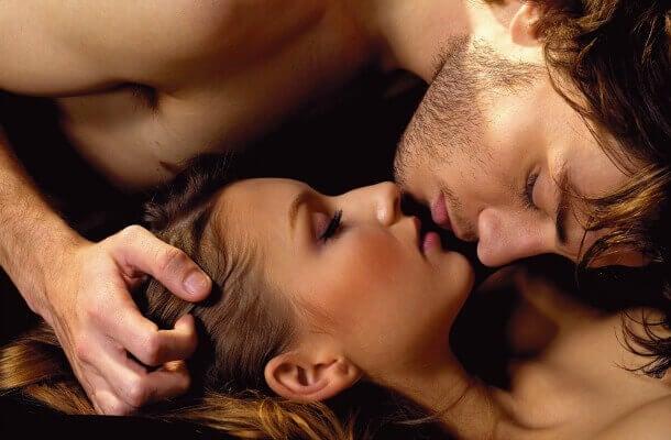 用舌頭吸吮及刺激