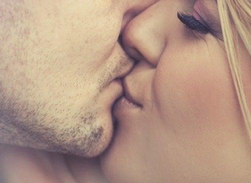 5種經由接吻傳播的常見傳染病