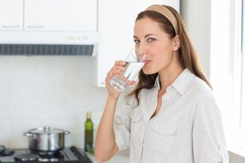 如何每天喝水來改善你的健康