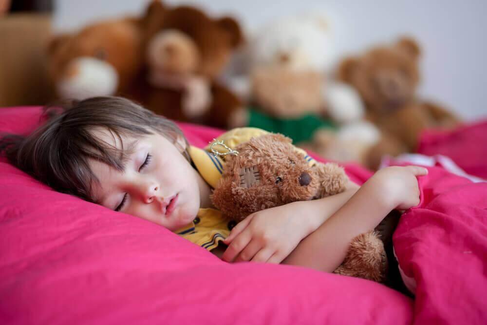 晚睡對小孩不好的四個理由