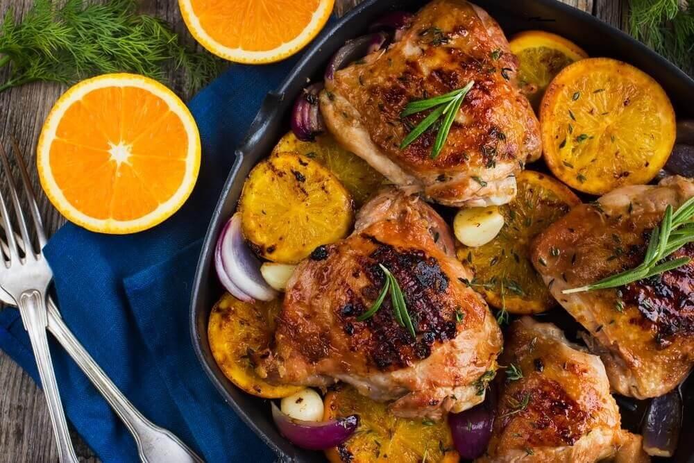 美味的香橙迷迭香烤雞