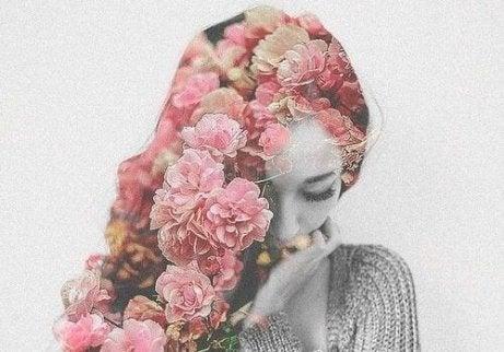 頭上有花的女人