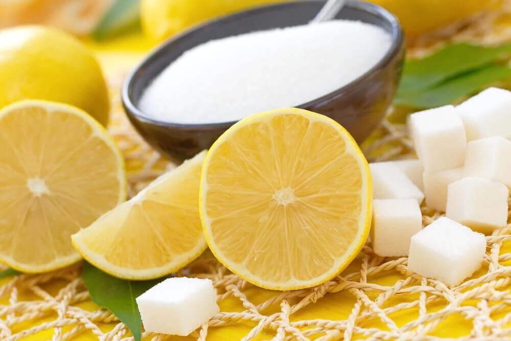 用檸檬和白糖為肌膚去角質
