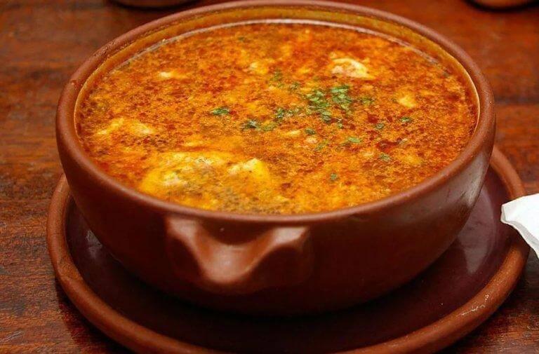 來試試這道美妙超凡的蒜頭湯食譜