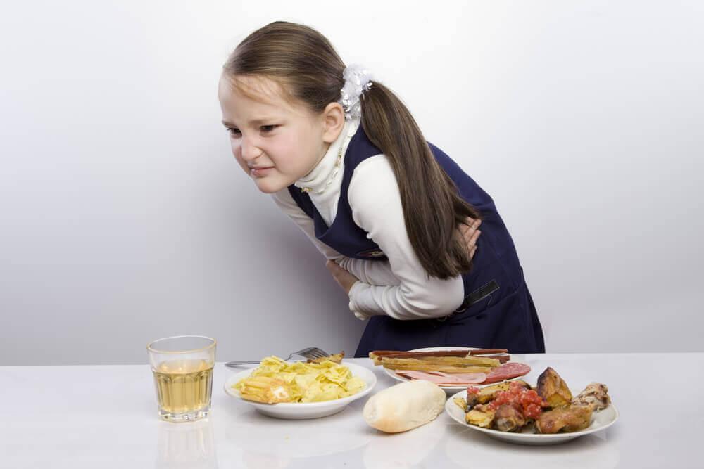 小孩肚子痛