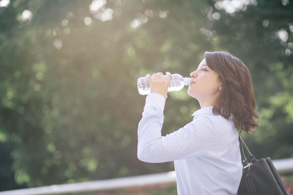 如何自製防脫水的電解質飲料