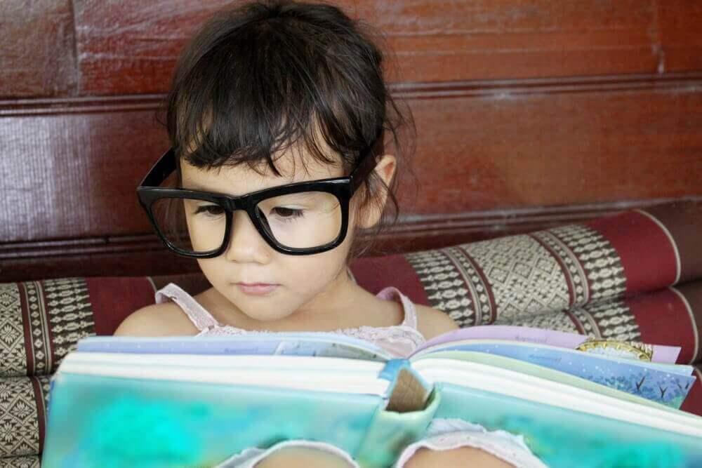 看書的小孩