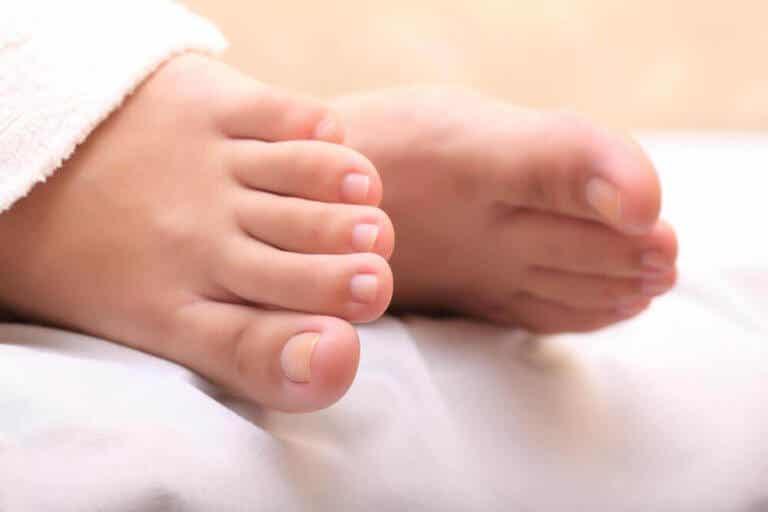 如何使用蒜泥治療內嵌的腳趾甲