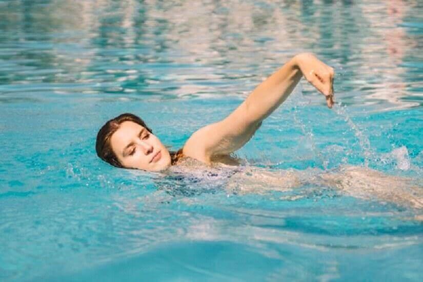 自由式游泳