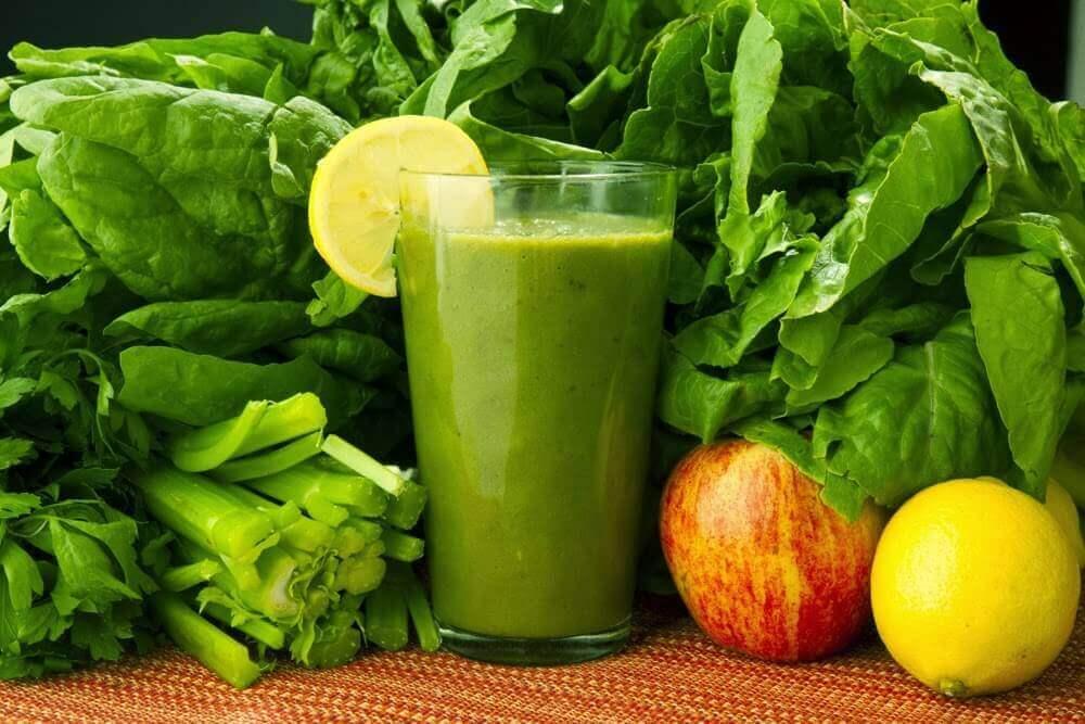 菠菜、紅蘿蔔與檸檬:排毒藥飲