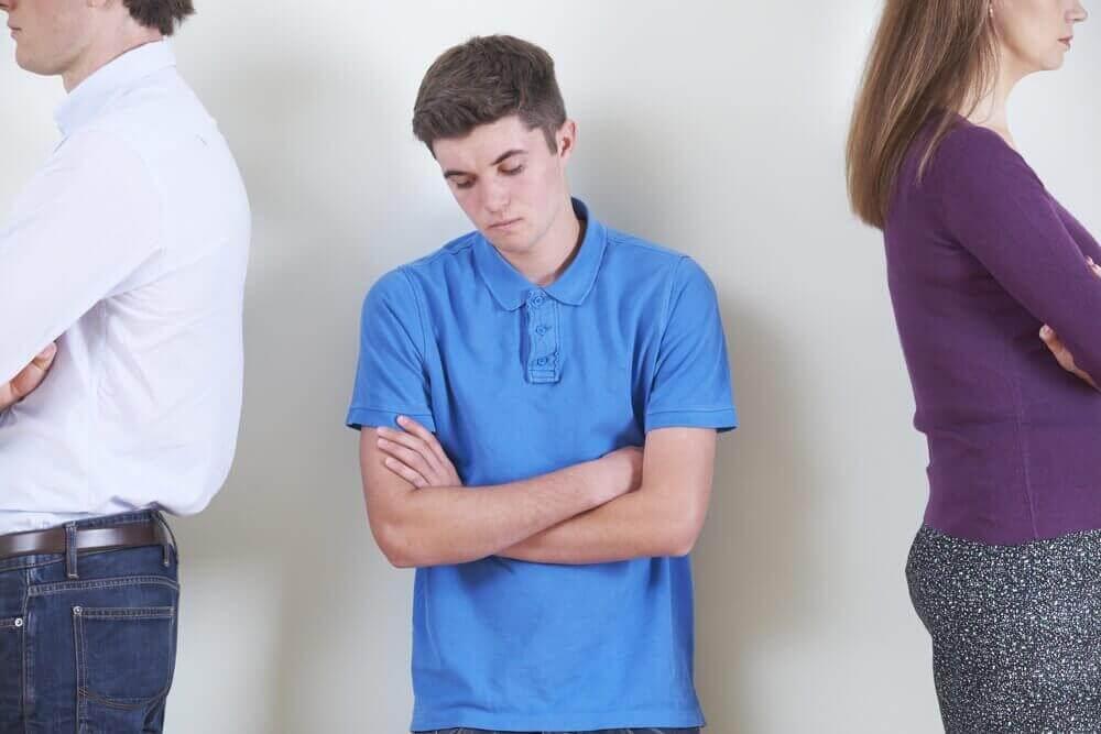 青少年時期的情緒波動:成因及處理方式