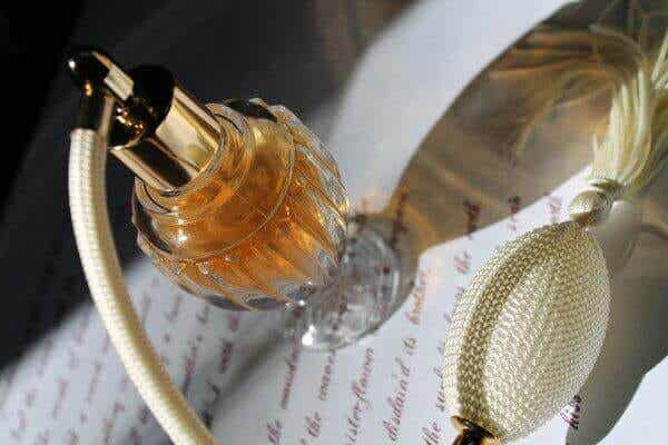 四種舊香水瓶可再利用的方法