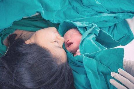 母親和新生兒