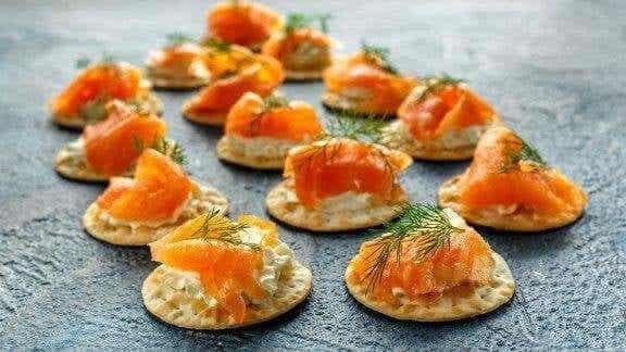 塔塔醬佐煙燻鮭魚迷你鬆餅食譜