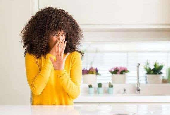 在廚房製作四種天然除臭劑