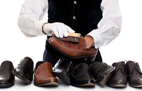 專業清潔皮鞋
